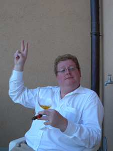 Benoît avec un verre d'es'poire et un cigare