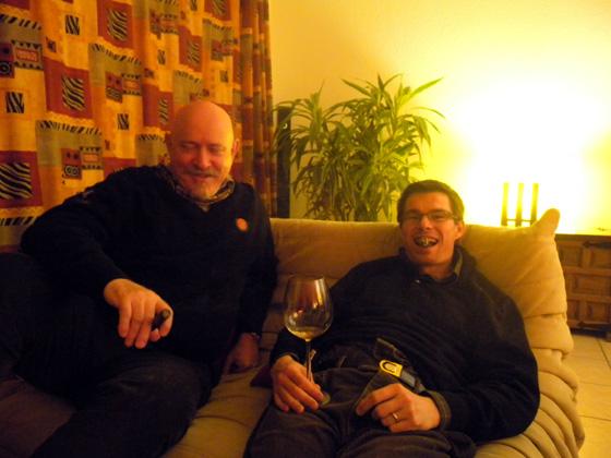 Pierre et Ludo au petit matin avec des cigares et du vin