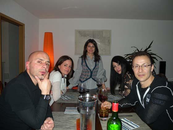 la fine équipe autour de la table