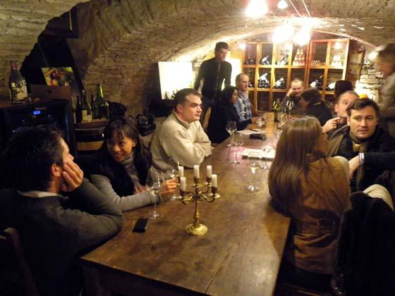 la table d'hôte aux Caves de l'Abbaye à Beaune