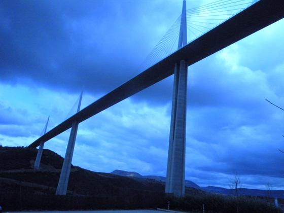 le pont de Millau du dessous