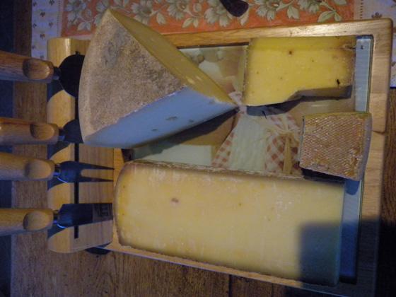 plateau de fromage du jura et d'ailleurs