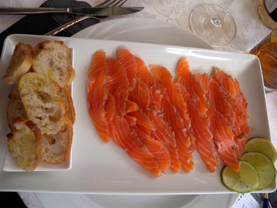 plateau de saumon en sashimis