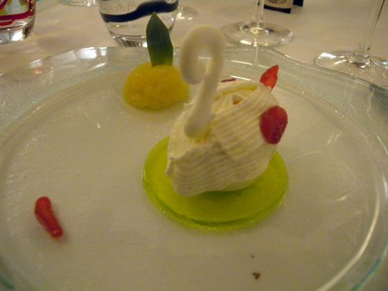 sorbet ananas, meringue et chantilly, gelée de Verveine Verte